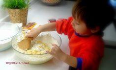 Ya os he hablado muchas veces de lo que nos gusta cocinar en familia , la cocina es una fuente incalculable de estímulos para los ni... Breakfast, Cake, Desserts, Montessori, Ideas, Amor, Mini Kitchen, Kitchen Gadgets, Activities For Kids