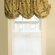 Bathroom Balloon Valance and Cafe Curtain