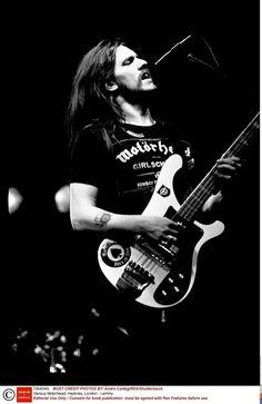 Lemmy sur scène, en 1982.