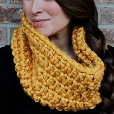 Get the Free and Easy Pattern to make this Large Chunky Infinity Crochet Scarf. nice, thanks so xox