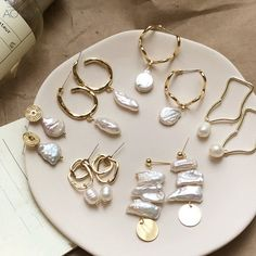Design Metal Gold Geometric Irregular Circle Square Natural Freshwater Pearl Stud Earrings for Women Girl Gift - pearls - Schmuck Pearl Stud Earrings, Pearl Studs, Pearl Jewelry, Women's Earrings, Gold Jewelry, Jewelry Accessories, Jewelry Design, Jewlery, Silver Earrings