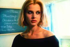 Nastassja Kinski's bob—center-parted, thick on the bottom, and brassy blonde—in Paris, Texas is everything. Hair Inspo, Hair Inspiration, Inspo Cheveux, Brassy Blonde, Nastassja Kinski, First Haircut, Cult, Iconic Women, Dream Hair