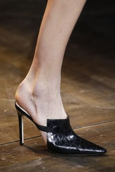 Head over Heels - The complete Christian Dior Spring 2016 Couture. Fab Shoes, Pretty Shoes, Beautiful Shoes, Me Too Shoes, Shoes Heels, Pumps, Flats, Stilettos, Christian Dior