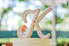 Such a classic & lovely cake topper :)