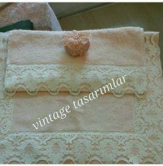 En sevdiğim dantel desen lerinden birisi ile süsleme yapılmış Havlu ve Klozet Takımı