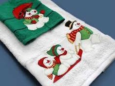 Resultado de imagen para toallas navideñas decoradas Christmas Tabletop, Christmas Crafts, Christmas Ornaments, Christmas Tree, Christmas Ideas, Silhouette Cameo Machine, Snowman Crafts, Christmas Stockings, Quilt Patterns