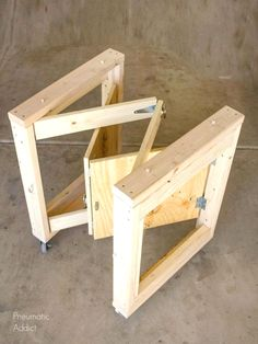 Woodworking Tips DIY Folding Mobile Workbench Modifications - Popular Woodworking Magazine Small Woodworking Projects, Popular Woodworking, Woodworking Crafts, Wood Projects, Woodworking Articles, Woodworking Patterns, Woodworking Quotes, Intarsia Woodworking, Furniture Projects