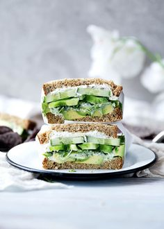 A green sandwich bursting at the seams with herbed goat cheese, avocado, alfalfa, and more. Healthy School Lunches, Healthy Snacks, Healthy Eating, Healthy Life, Healthy Sandwiches, Sandwich Recipes, Veggie Sandwich, Cucumber Sandwiches, Picnic Recipes