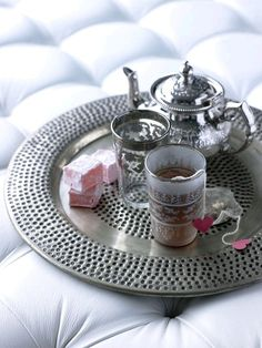 Moroccan style tea set with Turkish delight! Gotta find one. Moroccan Design, Moroccan Decor, Moroccan Style, Moroccan Interiors, Turkish Tea, Turkish Delight, Tea Club, Fun Cup, Coffee Set