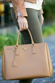 Outfits para combinar bolsas color camel http://beautyandfashionideas.com/outfits-para-combinar-bolsas-color-camel/