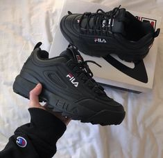 Sneakers shoe fever is still a trend among young people. Updated, there were a FILA brand sneakers that were hit and used a lot. Sneakers Fashion, Fashion Shoes, Girl Fashion, Ootd Fashion, Shoe Boots, Shoes Heels, Sock Shoes, Lit Shoes, Aesthetic Shoes