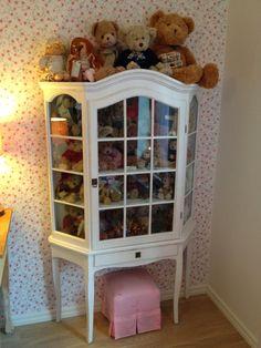 Måleriet: Möbler till salu