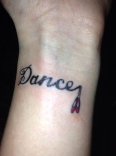 I'm getting this font (on the foot) with the letter N as a musical note and the pair of pointe shoes on the end