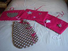 Tour de lit coussins amovible fushia : Mode Bébé par monluluberlu-creation