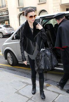 """O meu """"Eu queria sair assim hoje"""" tem 2 looks. O casaco de onça da Nicole e a jaqueta de couro da Miranda, eles fariam uma bela diferença aqui na minha mala… Fotos: Reprodução"""