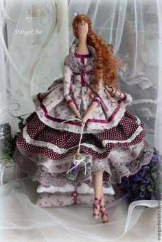 Принцесса на горошине Николь-кукла в стиле Тильда.Утончённая.яркая и просто неотразимая в своём пышном платье!!!В руках пузырек с ароматной лавандой)))Станет прекрасным подарком для вас и ваших близких.