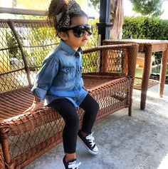 Converse with black leggings and denim shirt. Little girl outfit. Little girl style. Little fashionista. Little Girl Outfits, Little Girl Fashion, Toddler Girl Outfits, Toddler Fashion, Stylish Toddler Girl, Toddler Girl Style, Little Girl Style, Girls Fashion Kids, Kids Outfits Girls