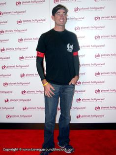 Carson Daly http://www.lasvegasroundtheclock.com/images/planet-hollywoodCarson-Daly.jpg