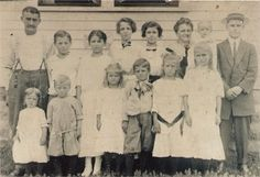 Clarence Delos Mathie (far left) with his wife and family in 1912. He and his wife had 14 children, this is 12 of them. The last two (Woodrow & Ellen) were not born yet.