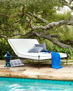 Avery Neoclassical Outdoor Double Chaise