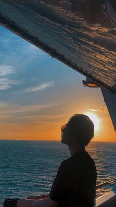 Jimin and the sunset 🌇🌇🌇🌇🌇🌇🌇🌇 K Wallpaper, Jimin Wallpaper, Jimin Selca, Bts Taehyung, Park Ji Min, Foto Bts, Manga K, Jimin Pictures, Park Jimin Cute