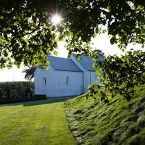 Jelling Mounds, Runic Stones and Church ©OUR PLACE, The World Heritage Collection / OUR PLACE The World Heritage Col