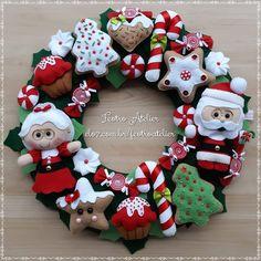 Felt Christmas, Christmas Time, Christmas Wreaths, Christmas Crafts, Christmas Decorations, Christmas Ornaments, Holiday Decor, Fabric Wreath, Diy Wreath