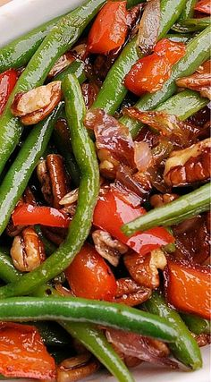 Green Beans with Pecans, Red Peppers and Onions. These are different and sound wonderful! Side Dish Recipes, Vegetable Recipes, Peppers And Onions, Recipes With Red Peppers, Red Pepper Recipes, Great Recipes, Favorite Recipes, Cooking Recipes, Healthy Recipes