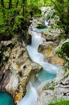 water paradijsje Lepenjica vlakbij Bovec in Julische Alpen in Slovenië; bron www. Places To Travel, Places To See, Travel Destinations, Europa Tour, Slovenia Travel, Bohinj, Alpine Lake, Culture Travel, Science And Nature