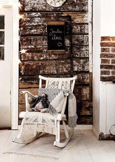Hirsiseinä luo lämmintä tunnelmaa | Meillä kotona Tiny Log Cabins, Konmari, Flamingo, Armchair, Sweet Home, Throw Pillows, Architecture, Bed, Furniture