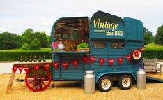 horse food - Food Inspiration 5 Converted Horse Trailers Now Transport Swank Mobile Bars Food Trucks, Mobile Bar, Mobile Food Cart, Mobile Shop, Mini Camper, Converted Horse Trailer, Foodtrucks Ideas, Horse Box Conversion, Deco Cafe