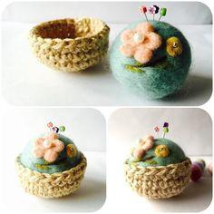 "Flower * Pin cushion ""Order Production""   Wool felt   swan *   Handmade mail order · Sales Creema"