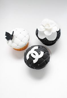 Chanel Birthday Cupcakes These chanel cupcakes. Birthday Pins, Birthday Cupcakes, Cupcake Recipes, Cupcake Cakes, Cup Cakes, Chanel Cupcakes, Black And White Cupcakes, Chanel Brand, Coco Chanel