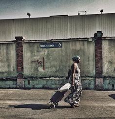 """""""Senza via d'uscita"""", piazzale XI Maggio - Livorno, 3° riscatto urbano di Robertina (Il De nel deserto). Saranno conteggiati i """"mi piace"""" al seguente post: https://www.facebook.com/photo.php?fbid=121529978194082&set=o.170517139668080&type=3&theater"""