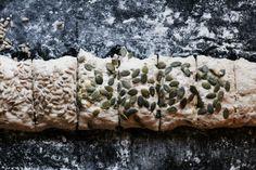Eltefrie rugrundstykker med frø Breads, Rolls, Baking, Drinks, Food, Bread Rolls, Bread Making, Drinking, Beverages