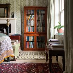 The Home Decor Guru – Interior Design For Bedrooms Bookcase Styling, Arts And Crafts House, Interior Decorating, Interior Design, Decorating Ideas, Large Bedroom, Interior And Exterior, Living Spaces, Bedroom Decor