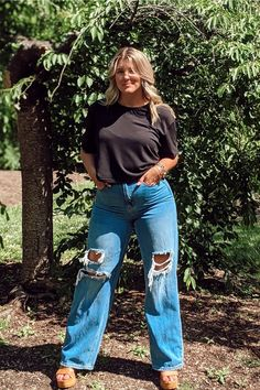 Black Crop Top Outfit, Crop Top Outfits, Black Crop Tops, Trendy Outfits, Cool Outfits, 90s Fashion, Trendy Fashion, Ripped Knees, Bell Bottom Jeans