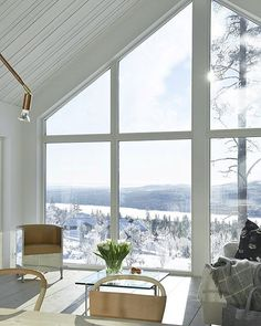 Love this stylish house in the Swedish mountains! The second Home Of @dromhus1 ➡️ New blogpost on Trendenser.se #onetofollow #fjällstuga #scandinaviandesign