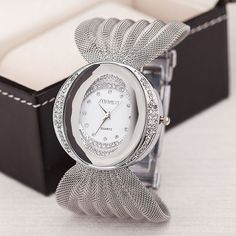 Gold quartz watch famous brand women clock Elegant women Watch Luxury