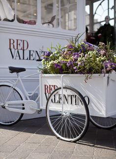Ana rosa red valentino fleur design, herb shop, bicyclettes, flower cart, p Herb Shop, Fleur Design, Pop Up Market, Laurel, Flower Cart, Cargo Bike, Pop Up Shops, Retail Design, Store Design