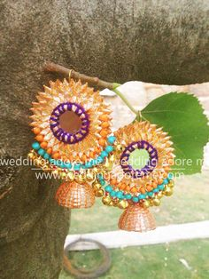 Gota and Fresh Flower Jewellery for the Indian Mehndi 🌺🌸 - Witty Vows Gota Patti Jewellery, Thread Jewellery, Jewelry Crafts, Handmade Jewelry, Craft Jewellery, Jewelry Ideas, Flower Jewellery For Haldi, Flower Jewelry, Silk Thread Necklace