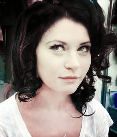 personal opinion, she looks much prettier in the brown hair then the blonde Dark Hair, Brown Hair, Belle French, Emilie De Ravin, Star Wars, Joan Collins, Ouat, Actors & Actresses, Celebs