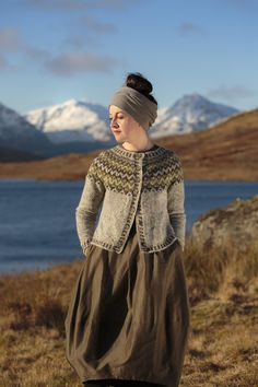 Còinneach pattern by Kate Davies Designs The Gaelic word for mossy, Còinneach is also the name of the famous hill above Balmaha whose green expanses afford a fine view of Loch Lomond Motif Fair Isle, Pull Jacquard, Icelandic Sweaters, Fair Isles, Fair Isle Knitting, Cardigan Pattern, Knitting Patterns Free, Pulls, Cardigans For Women