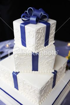 stock-photo-12900992-blue-and-white-wedding-cake.jpg (253×380)