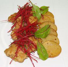 Kotlety wieprzowe z surówką z buraczków i smażonymi ziemniakami. #intermarche #ziemniaki #kotlety Carrots, Vegetables, Food, Essen, Carrot, Vegetable Recipes, Meals, Yemek, Veggies