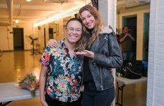 Maria Gadú e Gisele após o show (Foto: David Collaço/ Divulgação  )