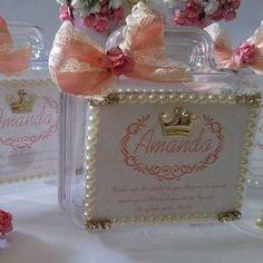 Mimos Lindos  para uma princesa  Amanda   Maletinha de Acrílico  Cheia de amor & Detalhes em pérola  #Maternidade #Baby  #Mimos #personalizando  #ateliealbuquerque  #Amandachegou