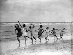 vintage everyday: Dancing on the Beach