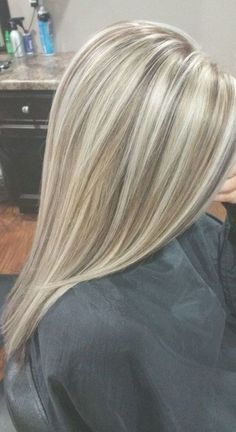 Best 11 The most popular hairstyle in 2019 – Dazhimen – SkillOfKing.Com Best 11 The most popular hairstyle in 2019 – Dazhimen – SkillOfKing. Blonde Hair Looks, Blonde Hair With Highlights, Balayage Hair Blonde, Brown Blonde Hair, Blonde Color, Highlighted Blonde Hair, Honey Balayage, Subtle Balayage, Chunky Highlights