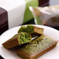 京都宇治の茶葉を石臼で丹念に挽き、茶鑑定士オリジナルブレンドのお茶を贅沢に使用して焼き上げました。苦味が少なく香り高いフィナンシェです。